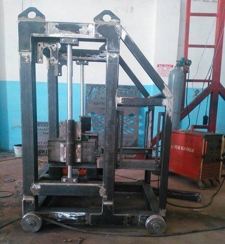 Machine parpaing manuelle fixe très économique, elle n'exige pas de grandes installations électriques la machine a parpaing manuelle production de brique, hourdis,
