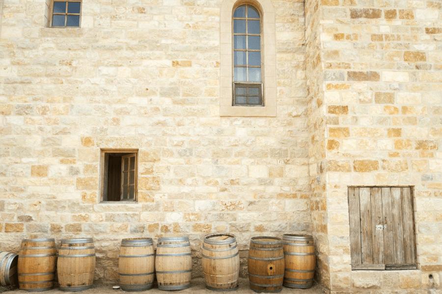 Des barriques de vin
