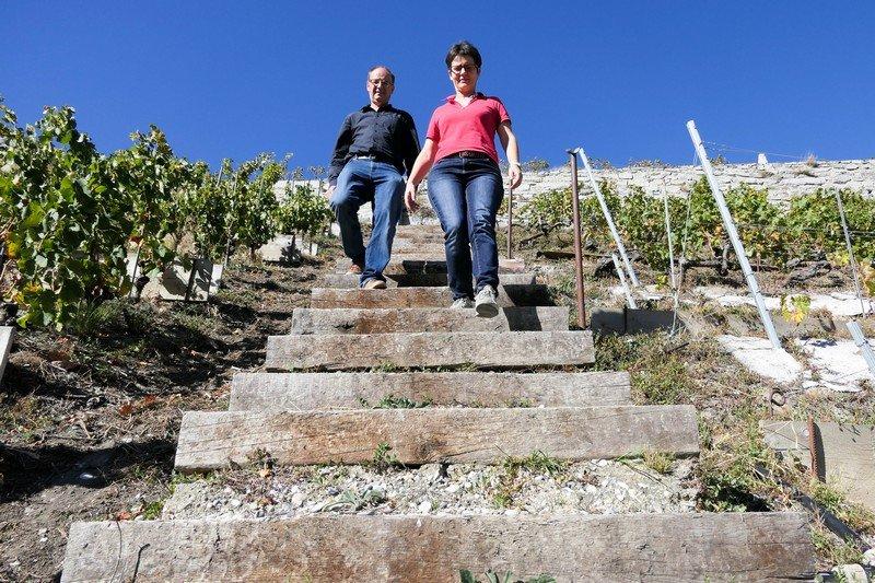 Romaine Blaser-Michellod et Christian Blaser dans leurs vignes
