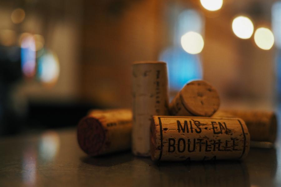 Des bouchons de liège de bouteilles de vin