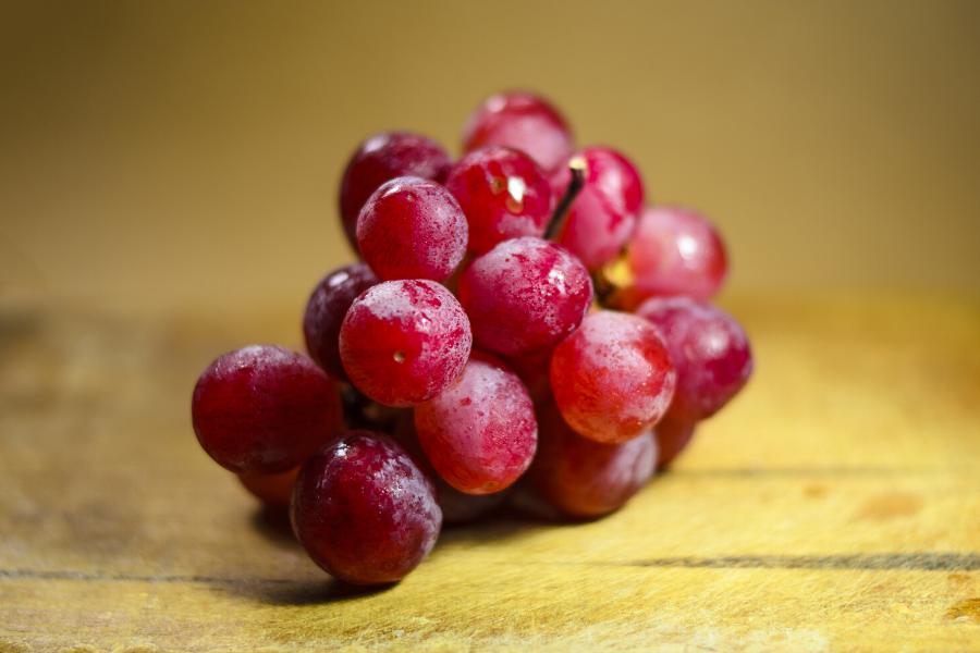Grappe de raisin à peau rosée
