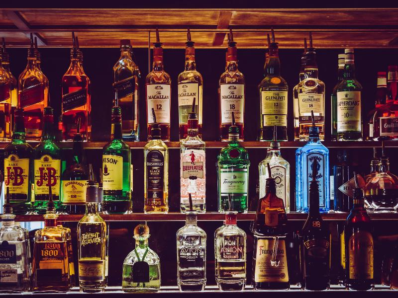 bouteilles de whisky bar