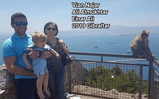 ربما تحتوي الصورة على: شخص أو أكثر، أشخاص يقفون ونشاطات في أماكن مفتوحة، نص مفاده 'Vian Najar Ali Almukhtar Einar Ali 2019 Gibraltar'