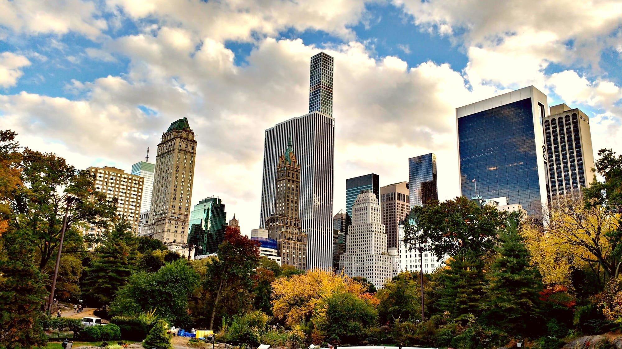 Perspectiva de algunos rascacielos de Manhattan en Nueva York via pexels