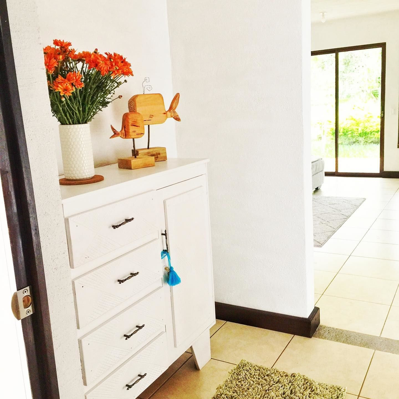 recibidores pequeños, decoración blanca, fiamarcestudio2019
