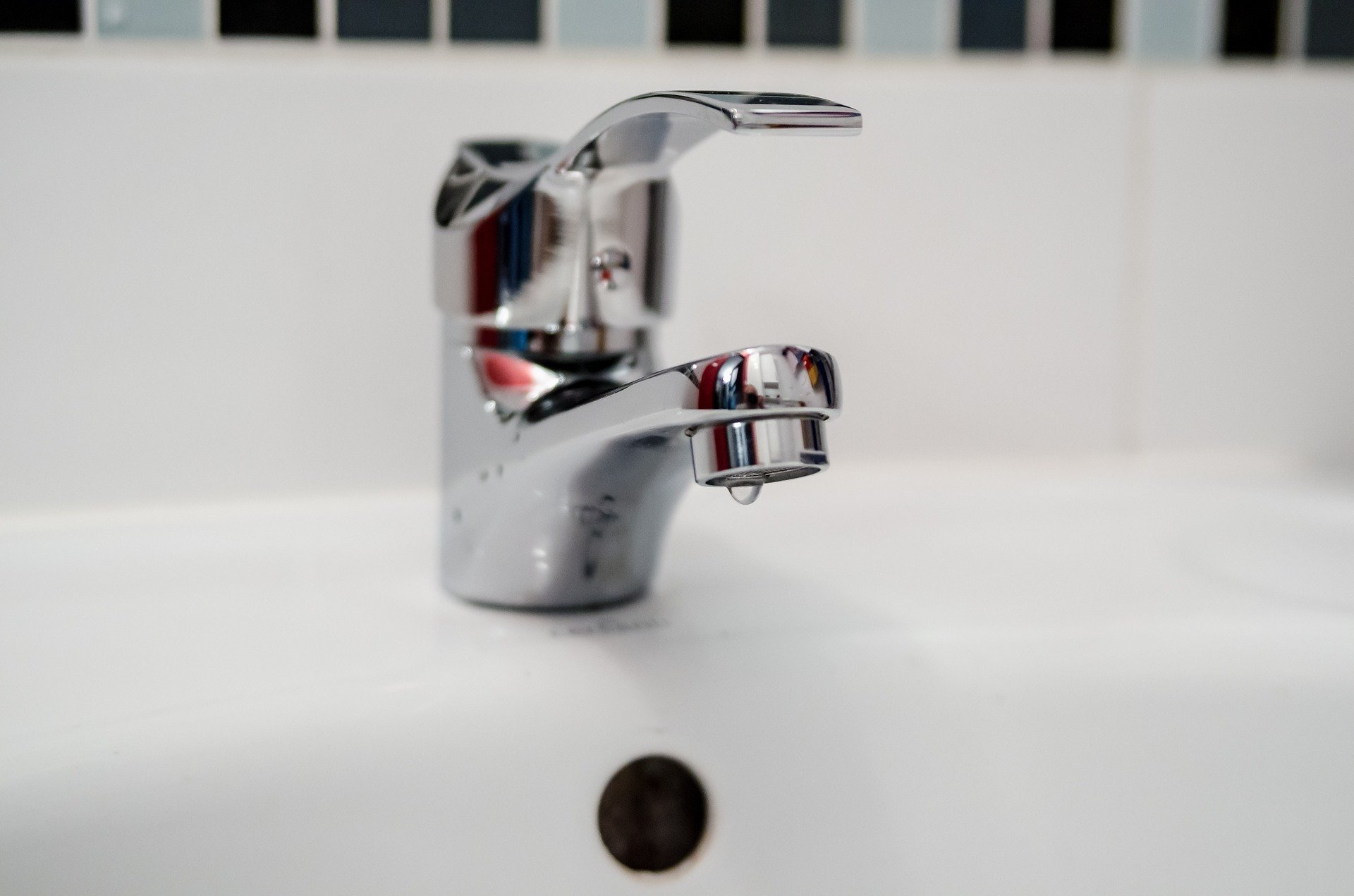 A Super Plumber - Repairs for bathtubs - showers - sinks - faucets