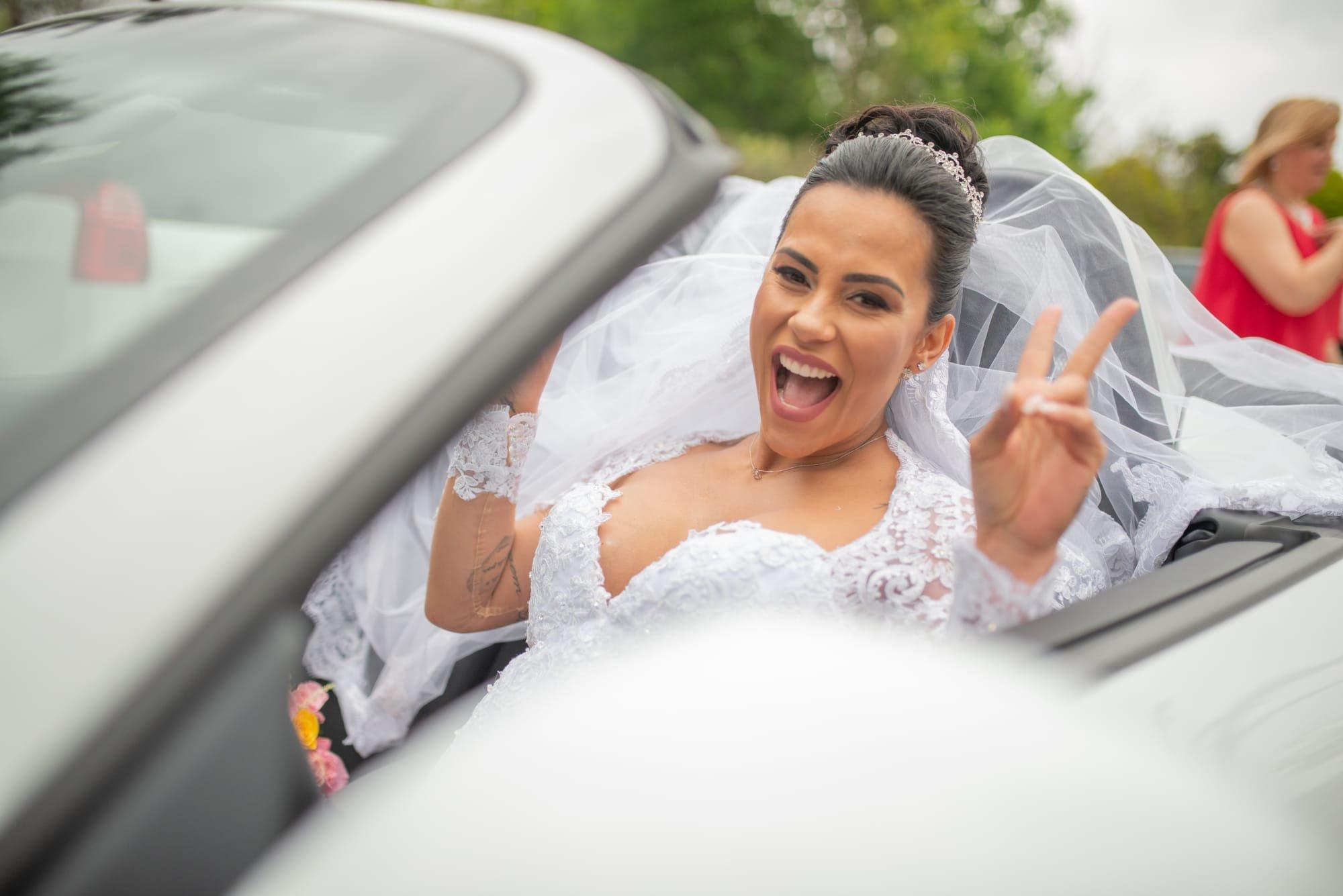 Chegada da noiva Kelly Medeiros ao local do Casamento