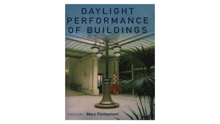 Desempenho de Edifícios à Luz do Dia / Marc Fontoynont.  Imagem via Amazon
