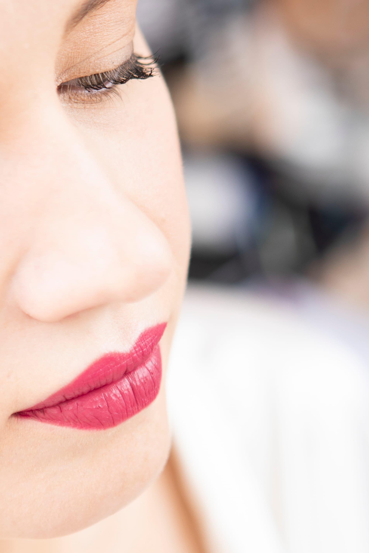 Maquillage réalisé par Anais Faure. mariée avec rouge à lèvre rose