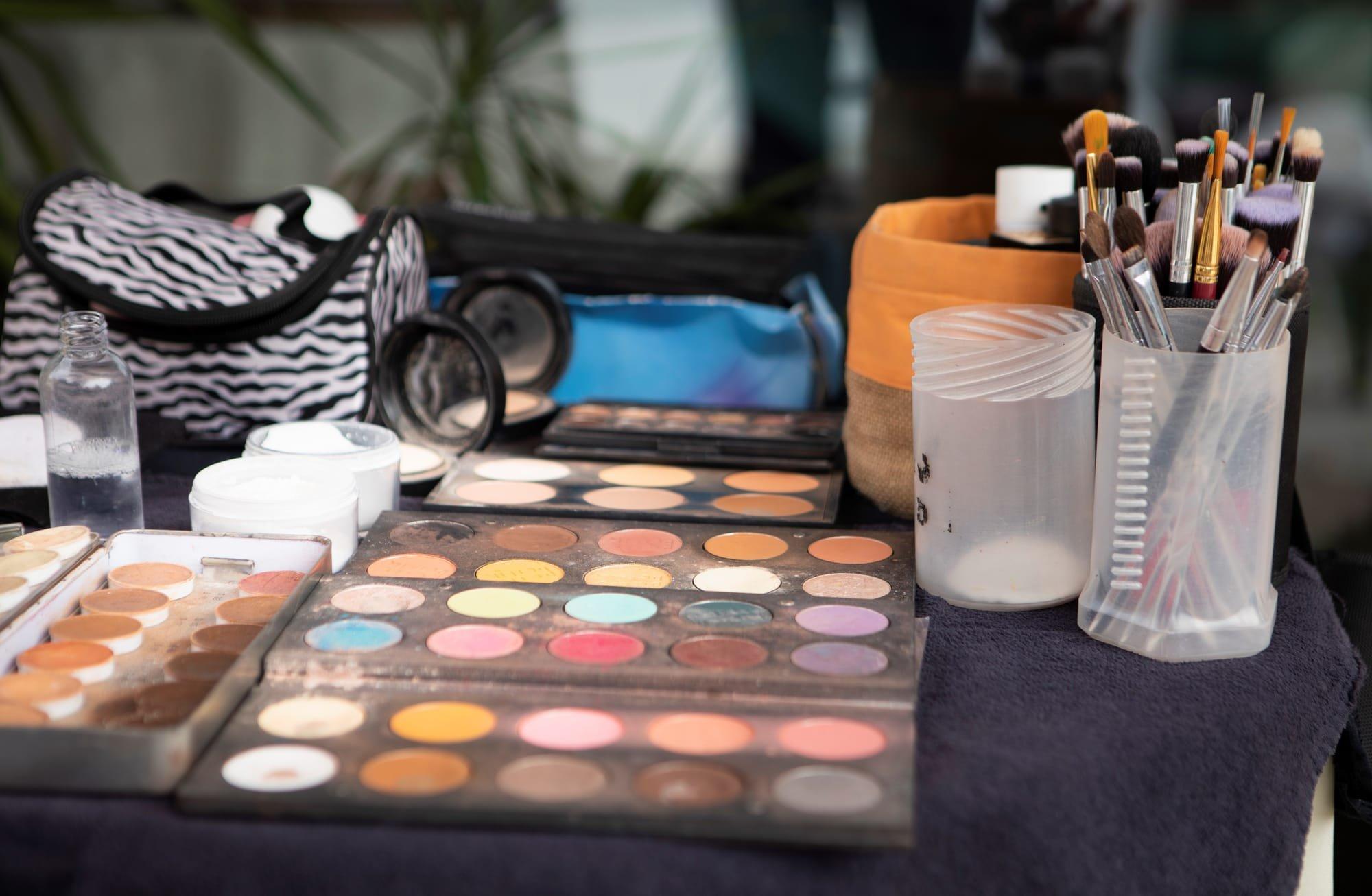 Palette de maquillage pour un cours de maquillage avec Anais Faure maquilleuse à Montpellier