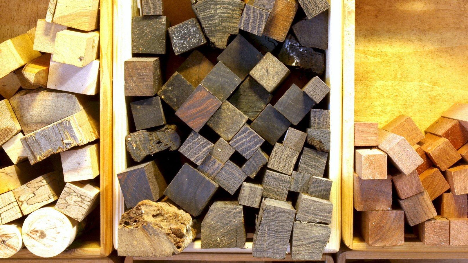 Rohlinge aus verschiedenen Holzarten,fertig zum Verarbeiten