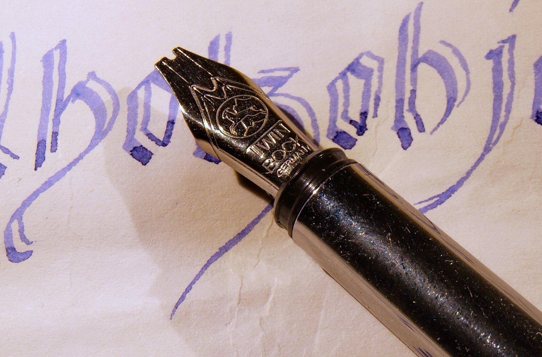Kalligraphiefeder Twin  für klassische Kalligraphie arbeiten,