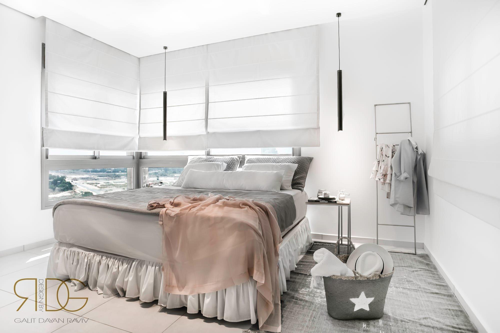 חדר הורים משקיף לים תאורה תלויה
