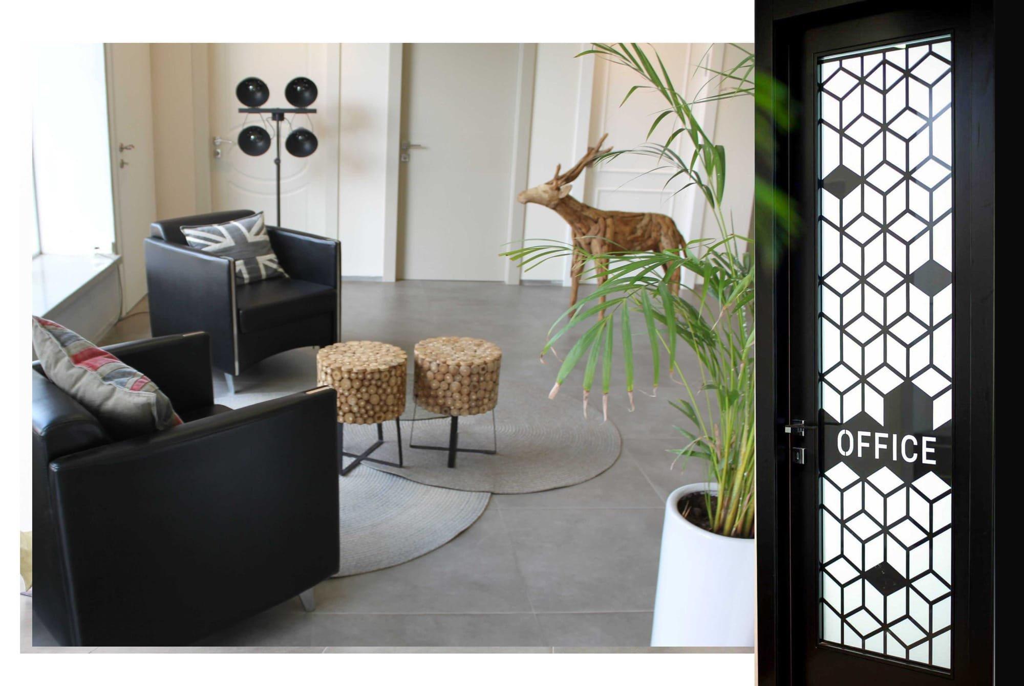 עיצוב אולם תצוגה - דלתות