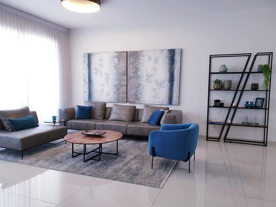 עיצוב סלון בדירת קבלן 5 חדרים