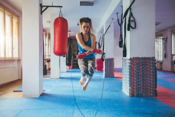Faire de la corde à sauter en boxe