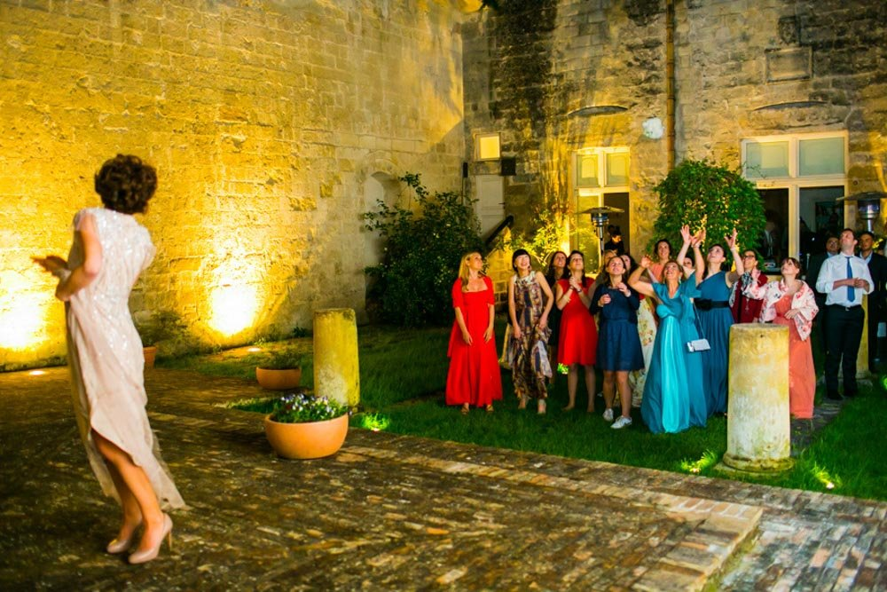 tossing the bouquet, rome photo