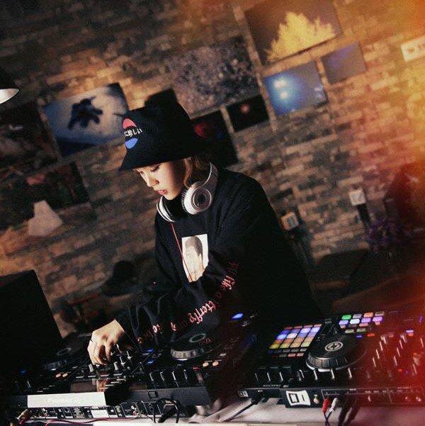 DJ Berry performing in Seoul nightspot.